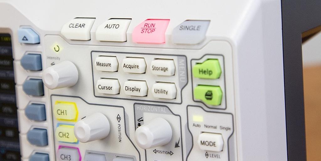 Панель управления осциллографом