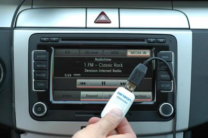 как слушать музыку через айфон в машине
