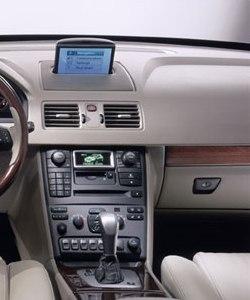 Автомобильный сенсорный монитор для Volvo XC90 в интерьере. Открытый