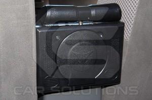 Пример установки монитора на подлокотник