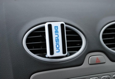 Universal Car Vent Mount in the Car