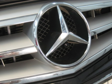 Front view camera installation in Mercedes-Benz badge