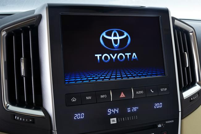 Toyota LC200 head unit