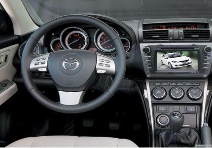 Мультимедийный навигационный центр Phantom DVM-6520G HDi в интерьере Mazda 6