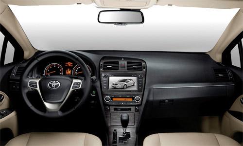 Мультимедийный навигационный центр Phantom DVM-3020G HDi в интерьере Toyota Avensis