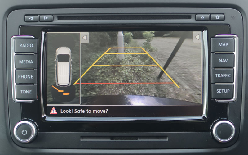 Parking guidelines display on the aftermarket camera image
