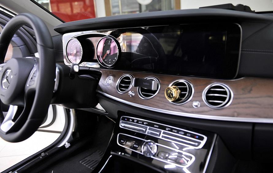 Mercedes-Benz head unit